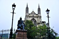 Robert Burns Statue and St. Paul's Cathedral