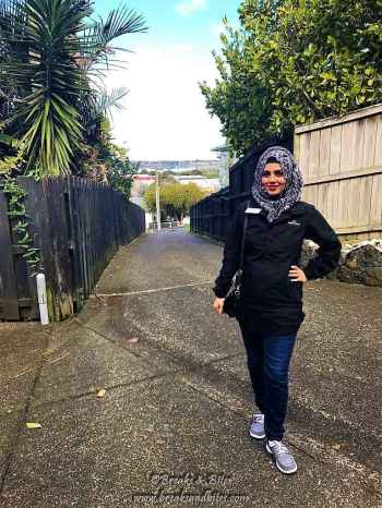 with all my stuff in cargo, this the most glamorous look I managed to carry to the Kiwi Kitty Party :P
